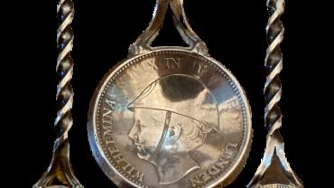 Lepeltje gemaakt van een Wilhelmina in Londen Verzetsgulden
