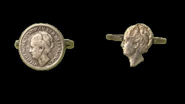 Twee Wilhelmina stil verzet ringen van uitgezaagde Wilhelmina munten