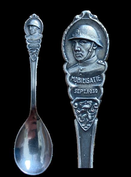Suikerlepel Mobilisatie sept 1939 serie gehelmde soldaat